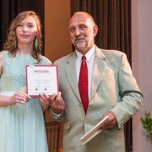 Skolēniem arī šogad tiks piešķirtas Latvijas Simtgades izcilnieku stipendijas
