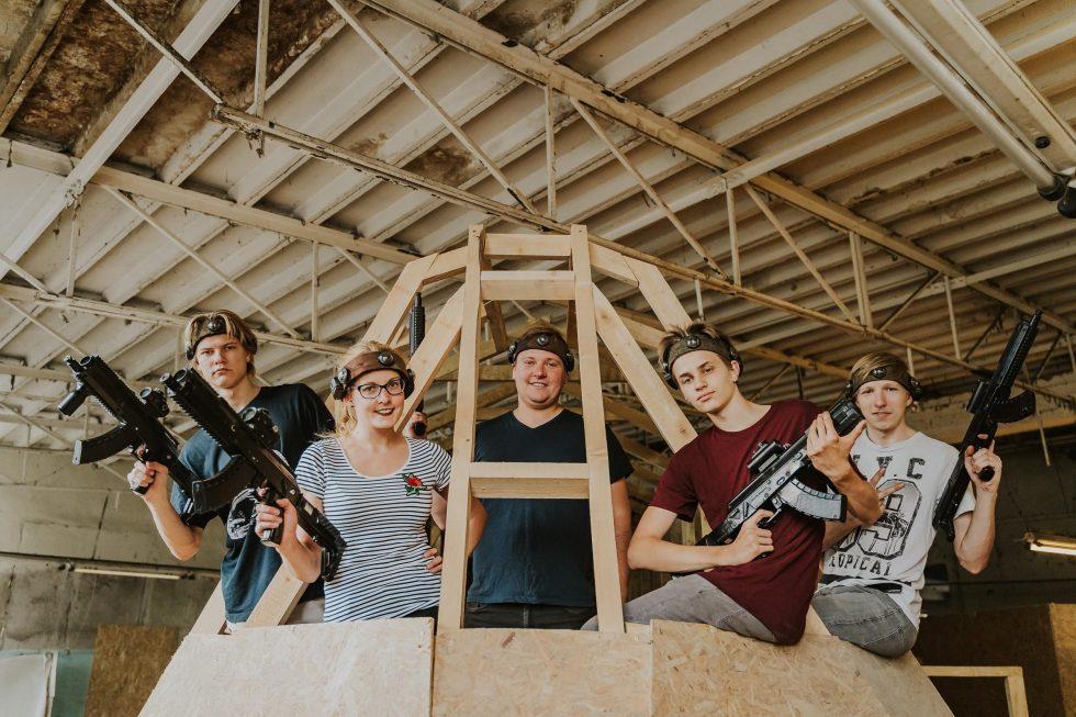 Aizraujoša klases ekskursija GUNSnLASERS izklaides parkos