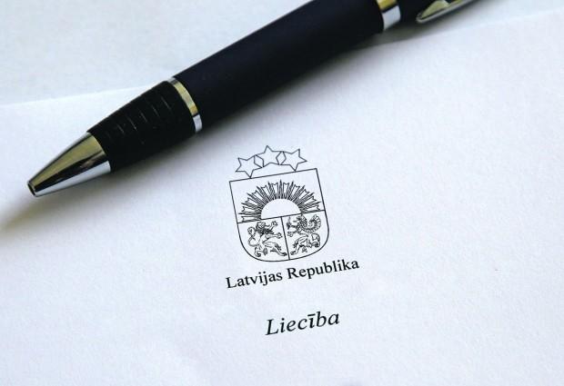 Rīgas 41.vidusskola ir izstrādājusi norādījumus drošai liecību izsniegšanai, grāmatu nodošanai un personīgo mantu saņemšanai ārkārtas situācijas laikā, ņemot vērā IZM un SPKC ieteikumus.