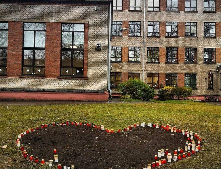 Sirsnīgi sveicam Latvijas neatkarības proklamēšanas svētkos